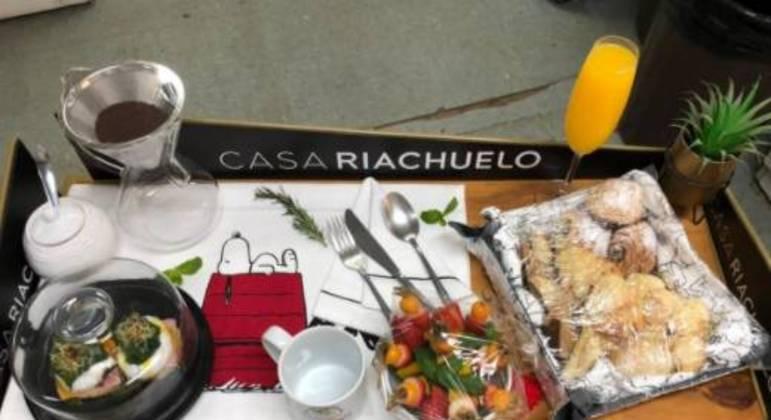 Casa Riachuelo ofereceu aos casais bandejas cheias de delícias, com decoração fofa e divertida