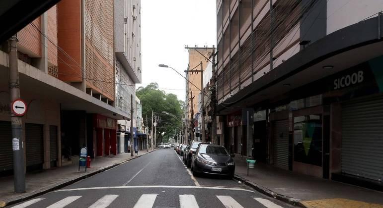 Ribeirão Preto com ruas vazias no segundo dia de lockdown e comércio fechado em 18 de março