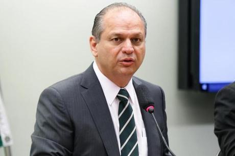 Barros diz que governo busca solução intermediária