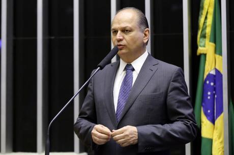 """""""Obviamente, não tem fura-teto"""", garante Ricardo Barros"""