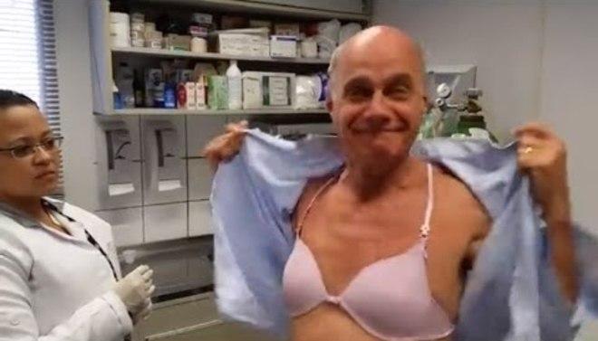 Em 2015, Boechat chamou atenção ao fazer um vídeo usando um sutiã rosa para promover a campanha de vacinação contra gripe