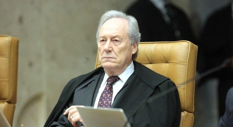 Para Lewandowski, lei aprovada no Legislativo retira poderes do presidente da República