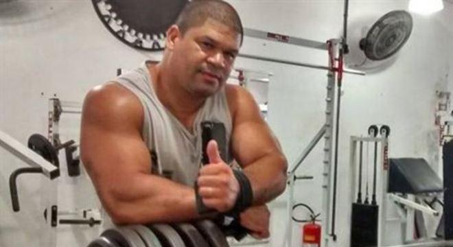 Ricardo Xavier de Souza, 41, o Gigante, tem 1,85 de altura e 127 quilos, e agora luta para superar o novo coronavírus