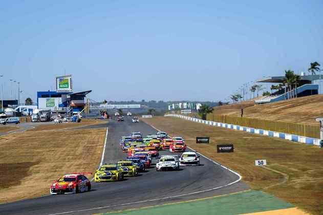Ricardo Zonta fez a pole e manteve a liderança na largada