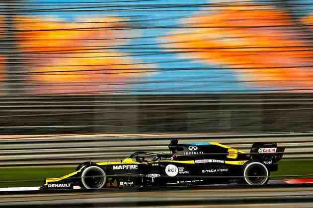 Ricciardo fechou a sexta-feira apenas em 15º.
