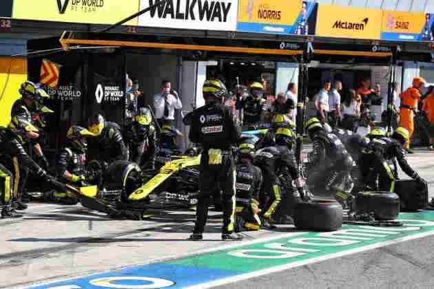 Ricciardo fez boa largada, mas caiu durante a corrida, especialmente após a relargada