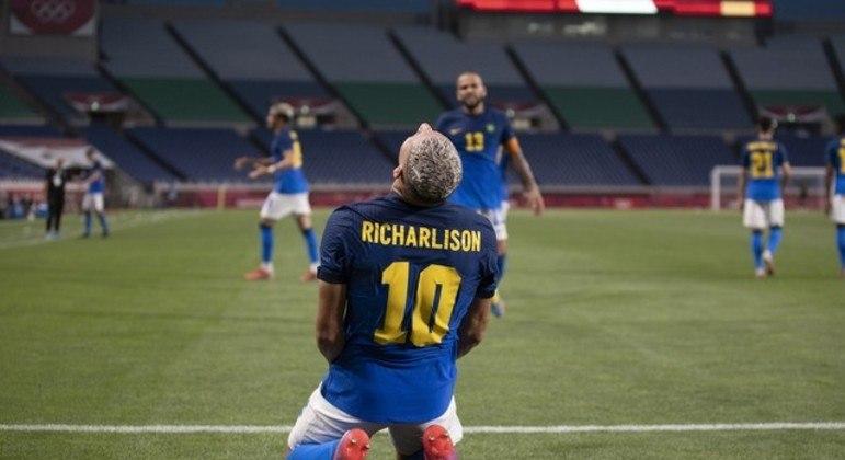 Cinco gols em três partidas. É o grande jogador do Brasil na Olimpíada