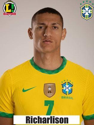 Richarlison - 6,0 - Atuou centralizado no ataque. Não conseguiu dominar passe de Neymar, perdendo boa chance de abrir o placar. No entanto, se redimiu, desviando cruzamento que resultou no gol de Marquinhos. Por fim, foi flagrado em impedimento duas vezes.