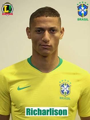 Richarlison - 7,5: Atuando aberto na ponta direita, Richarlison conseguiu criar boas jogadas de ataque para seus companheiros de ataque e mostrou muita disposição em campo. O camisa 7 marcou o segundo gol brasileiro ao desviar a bola cabeceada por Firmino e foi importante na jogada do terceiro gol.