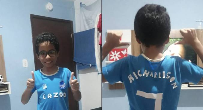 Filippe, de 9 anos, reproduziu uma camisa do Everton com nome de Richarlison