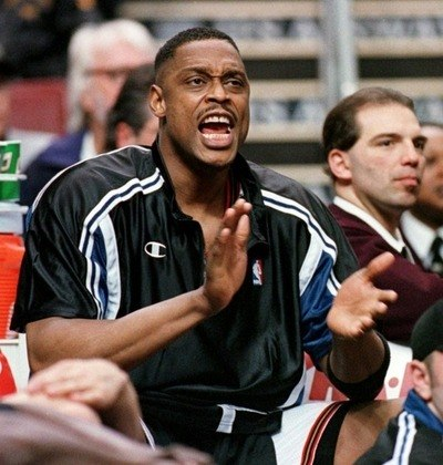 Rick Mahorn- Um dos responsáveis pelo apelido de Bad Boys do Detroit Pistons de sua época, o ex-jogador usava a imposição física  e, às vezes, desleal. Uma das funções de Mahorn era derrubar Michael Jordan a cada ida ao garrafão