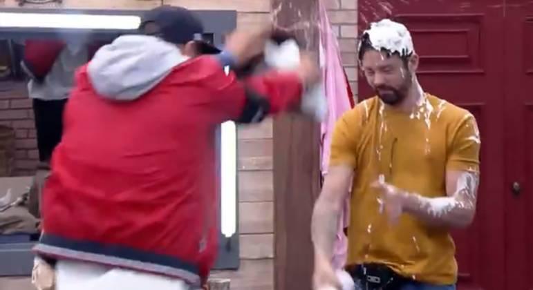 Rico e Victor agitam web após briga com comida em 'A Fazenda 13'