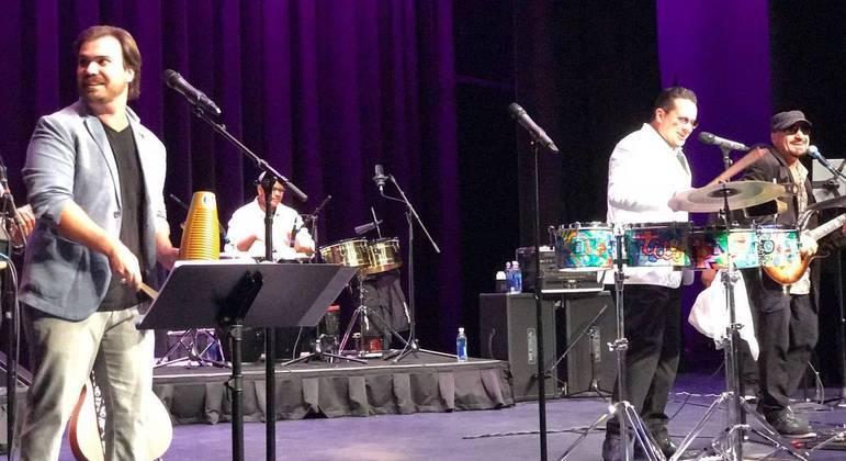 Apresentação da Rico Monaco Band com Tito Puente Jr. e eu nos vocais.