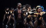 O show também conta com a apresentação de diversos artistas, como Big Sean