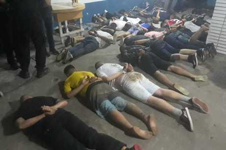 Mais de 40 pessoas foram presas em rinha de cães