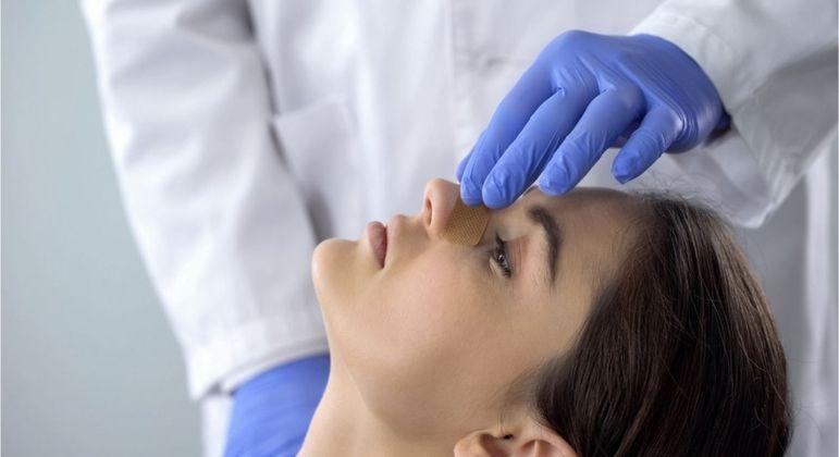 Rinoplastia supera aumento de seios e se torna o procedimento cirúrgico mais feito!