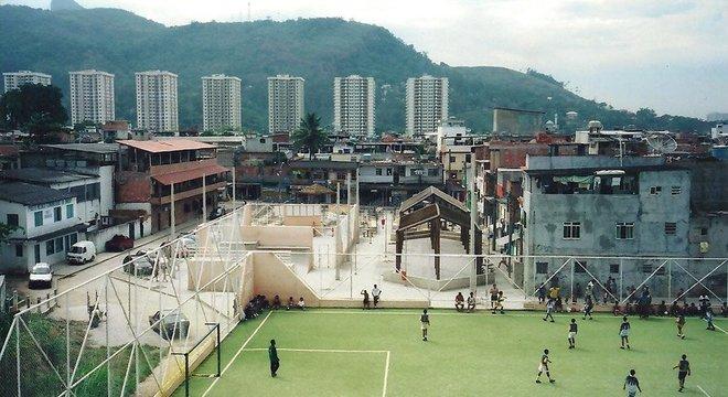 A população de Rio das Pedras cresceu atraída pelas oportunidades que surgiam na região da Barra da Tijuca, bairro próximo