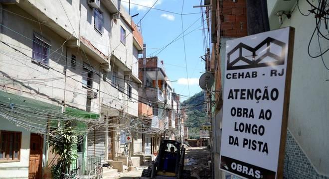 Moradores com quem a BBC News Brasil conversou dizem que sabem que a região é controlada por milicianos. 'É um lugar mais tranquilo, mas às vezes some alguém que fez algo errado'