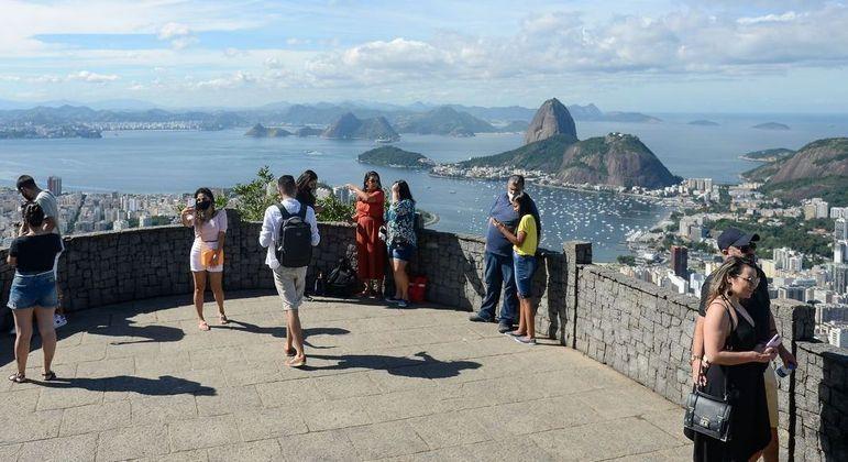 Liberação de uso de máscaras é previsto no Rio a partir de 65% da população vacinada