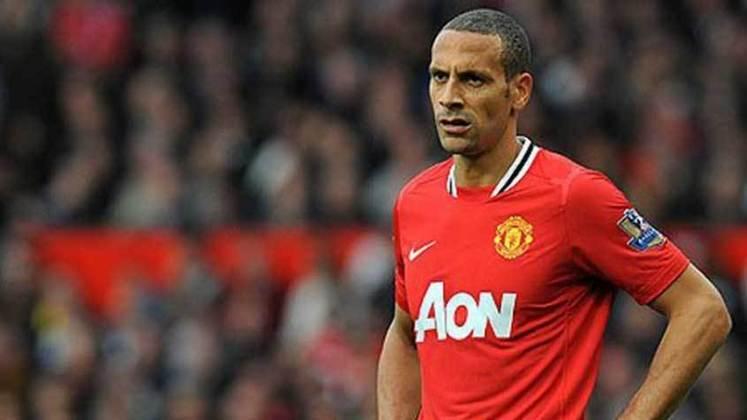 Rio Ferdinand - um dos jogadores mais notórios do Manchester United no século, zagueiro inglês era destaque da equipe. Hoje está aposentado.