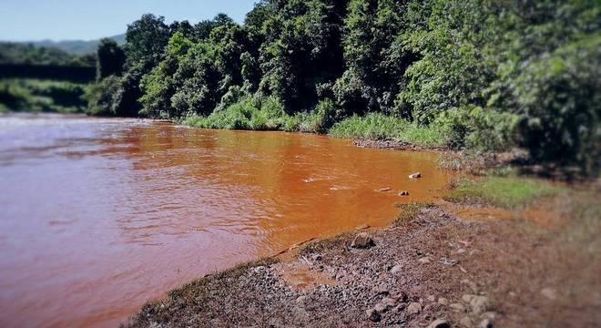 Rio Paraopeba foi contaminado com rejeitos de lama de minério