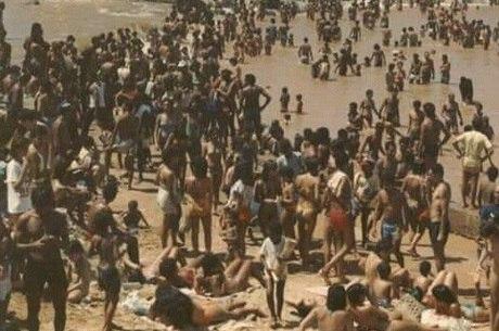 Faixa de areia na margem do rio era destino de turistas de várias partes do Brasil