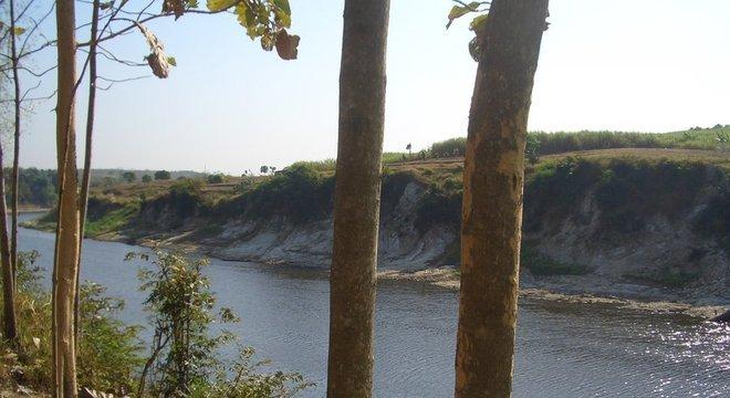 As escavações foram realizadas ao longo do rio Solo, no centro da Ilha de Java