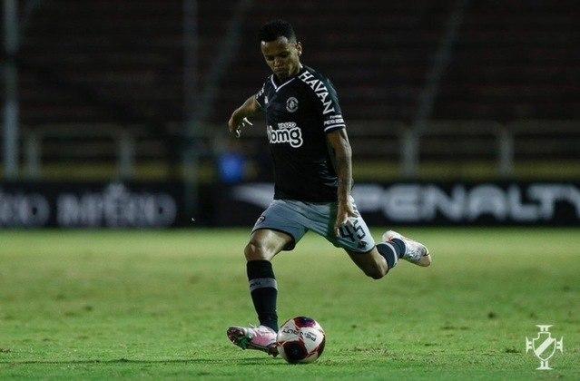 Riquelme (lateral-esquerdo) - 12 partidas pelo Vasco.