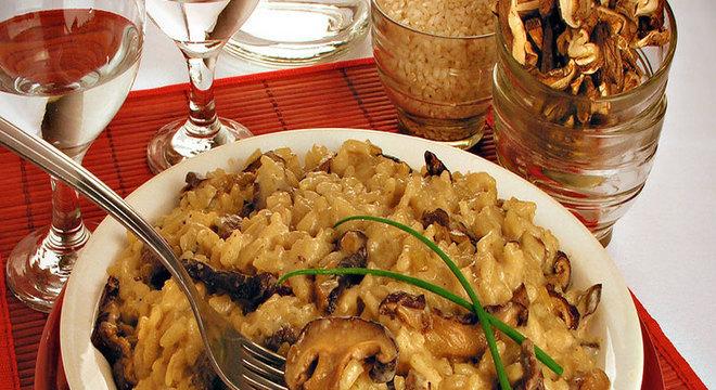 Risoto de carne com cogumelo