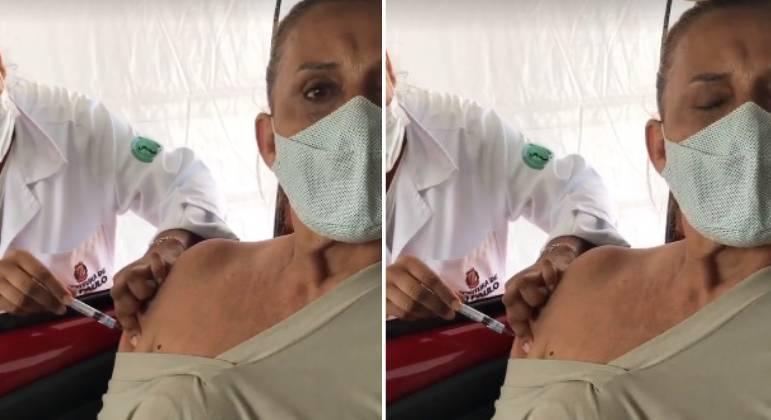 Rita Cadillac toma 1ª dose da vacina contra covid-19