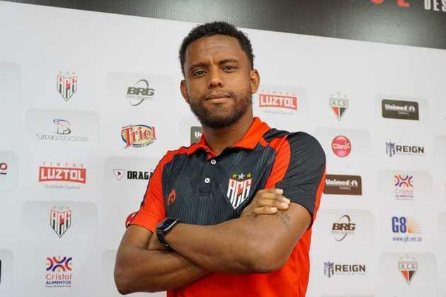 Rithely - 30 anos - Volante - Último clube: Atlético-GO - Sem contrato desde: 01/03/2021