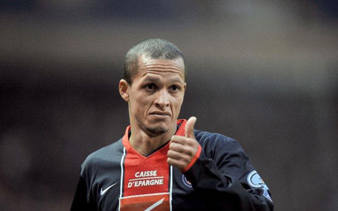 Rival de Vampeta nas provocações, o meia Souza, ídolo do São Paulo, foi outro que não deixou saudades no PSG. Jogou 17 partidas pelo clube entre janeiro e julho de 2008