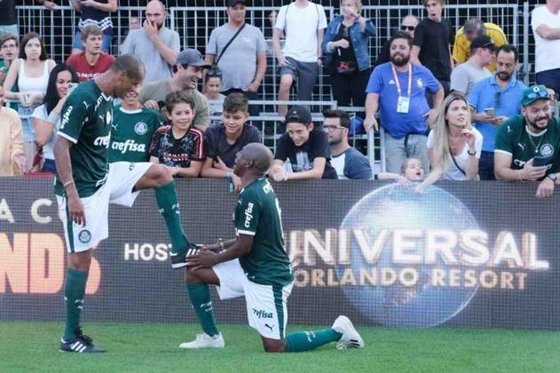 Rivaldo atuou só dois anos no Palmeiras, e é o 33º maior artilheiro da história do clube, com 68 gols. Para se ter ideia, entre quem atuou com ele, só Evair (126 gols) e Edmundo (99) o superam. Dos que vieram depois, só Dudu (70) e Alex (78). E esses quatro jogaram mais tempo do que Rivaldo no Verdão.
