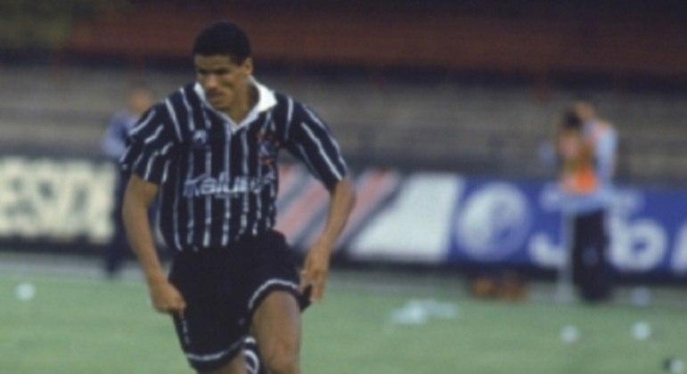 Rivaldo - Meia - Nascido em Recife, Pernambuco