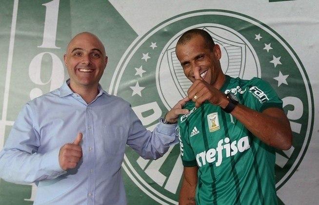 Rivaldo nunca escondeu sua gratidão ao Palmeiras, fazendo visitas e atuando pelo time de lendas sempre que pode. Em 2015, na despedida do Alex, atuou pela primeira vez no Allianz Parque e escreveu em seu Facebook:
