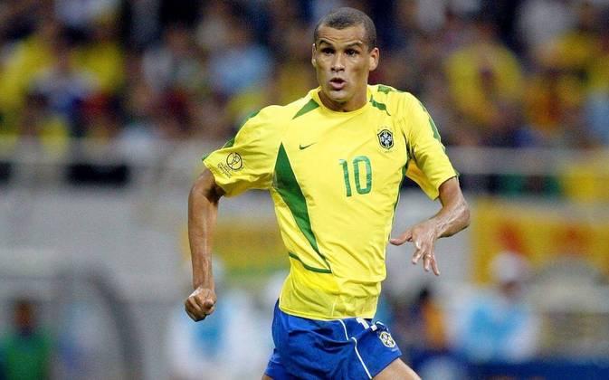 Rivaldo: O pentacampeão anunciou aposentadoria quando atuava pelo Kabuscorp, da Angola. Não passou muito tempo e o craque voltou a jogar por alguns times brasileiros. Rivaldo se aposentou no Mogi Mirim em 2014.