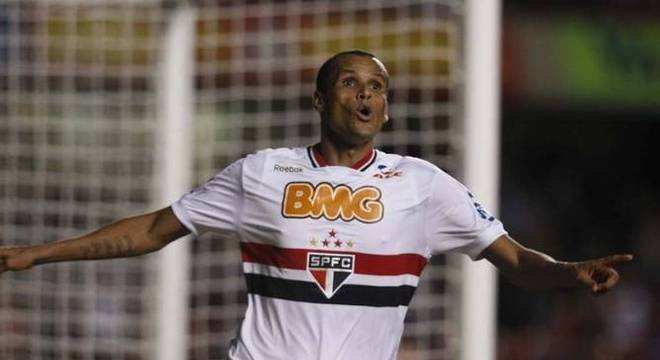 Rivaldo - São Paulo - Uma das principais contratações de Juvenal Juvêncio em 2011 foi a do pentacampeão mundial, Rivaldo. O atleta estava em final de carreira e não rendeu esperado.