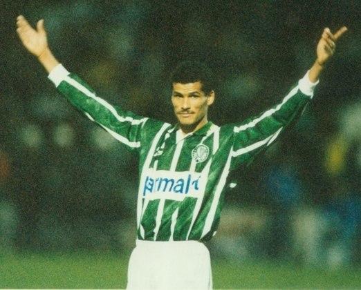 Rivaldo só jogou uma Libertadores pelo Palmeiras, em 1995, o suficiente para ser o 11º artilheiro da história do clube no torneio. Foram cinco gols em nove jogos. E foi expulso no começo da derrota por 5 a 0 para o Grêmio, na ida das quartas de final. Se não estivesse suspenso na volta, aquele 5 a 1 no Palestra poderia ser maior para o time se classificar.