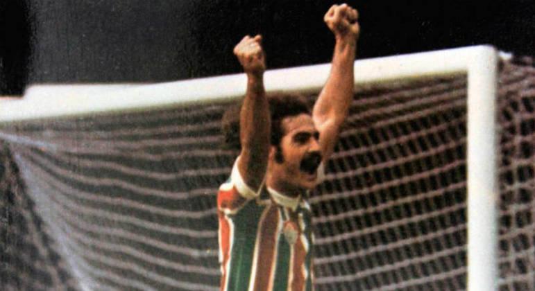 Rivellino - Considerado um dos maiores da história, o meia foi o maestro da