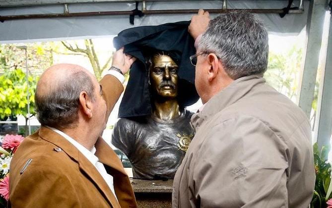 Rivellino - Defendeu o Corinthians entre 1965 e 1974, atuou em 474 jogos (10º na história) e marcou 144 gols.