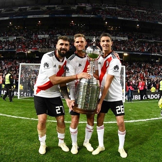 83baf2b0f Boca Juniors e River Plate protagonizaram uma final de Libertadores  conturbada nesta temporada.