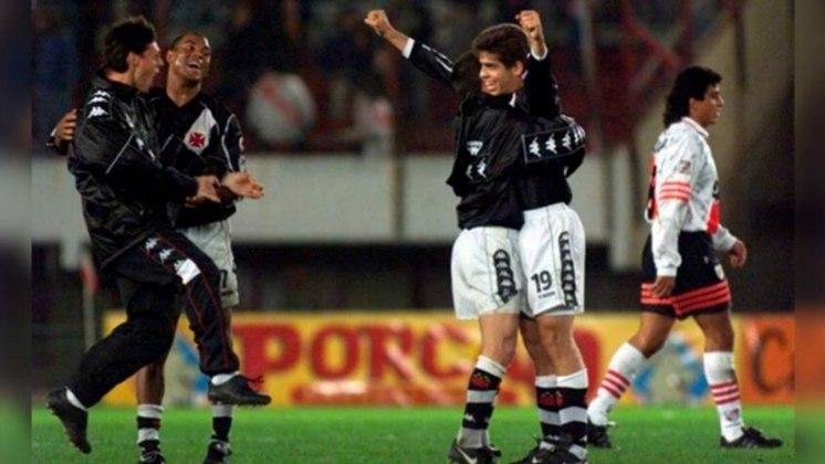 River Plate 1 X 1 Vasco -Semifinal Copa Libertadores 1998 - O Vasco conquistou a Libertadores em 98 após vencer o Barcelona (EQU). No entanto, o jogo que mais ficou marcado na campanha foi contra o River Plate. O gol