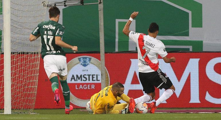 River Plate na área do Palmeiras. Foi assim o jogo todo. Argentinos deveriam ter goleado