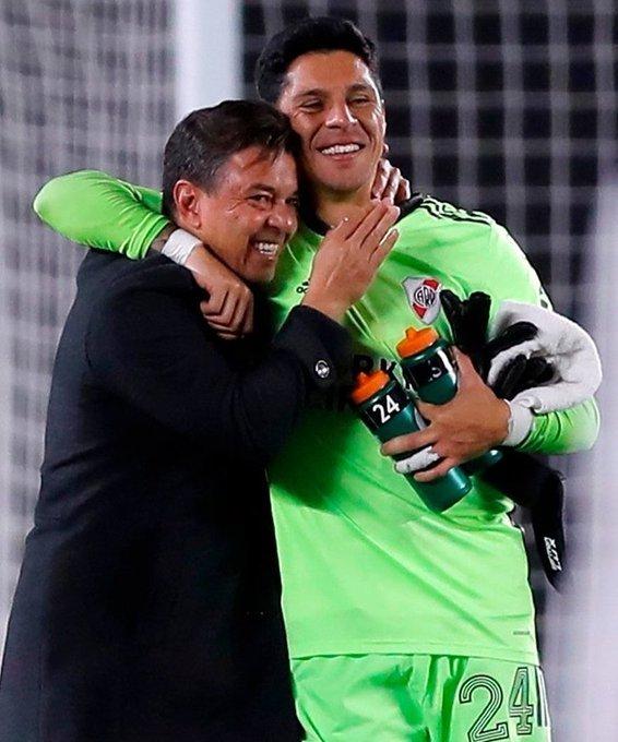 Gallardo e Enzo Pérez fizeram história. Volante virou goleiro. E treinador atacou sem revervas