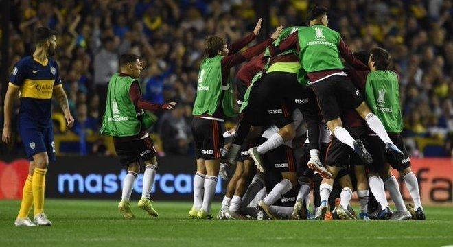 Festa do River Plate em plena Bombonera. Chegada à final da Libertadores