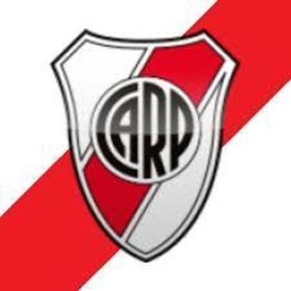 River Plate (ARG) - O Club Atlético River Plate, fundado em 25/4/1901 é o maior vencedor do futebol argentino e um dos clubes de maior sucesso do futebol mundial. São 36 campeonatos nacionais (o maior vencedor), quatro Libertadores (a última em 2018) e um Mundial. É o atual vice-campeão argentino e sul-americano. O clube hoje tem sede em Núñez, uma área nobre da região de Buenos Aires  (é chamado de clube dos ricos, os Millonarios), mas foi fundado na área pobre do porto, bem perto da sede do arquirrival Boca Juniors (que segue na região de La Boca). Alfredo Di Stefano, Mario Kempes, Pablo Aimar, o uruguaio Enzo Francescoli e o chileno Marcelo Salas fizeram historia no clube. Um brasileiro que jogou pelo River com sucesso foi Delém (ex-Vasco, nos anos 60).
