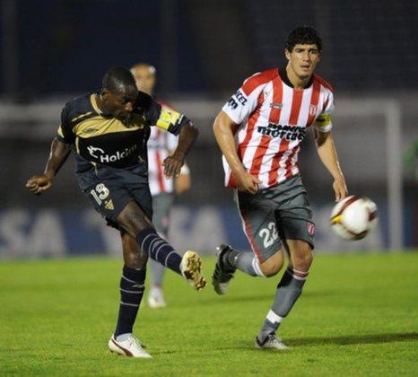 RIVER PLATE (URU) – O time uruguaio garantiu a classificação após eliminar os peruanos do Atlético Grau, na fase anterior do campeonato.