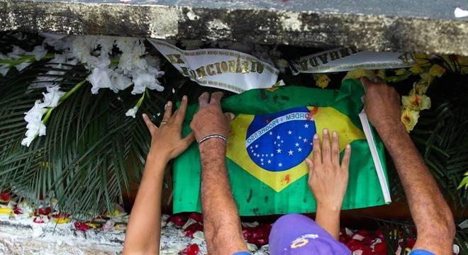 Enterro do músico Evaldo dos Santos Rosa, de 46 anos, no Rio