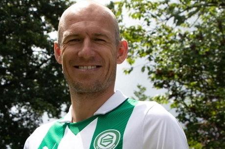 Robben já tirou foto com novo uniforme e volta esse ano