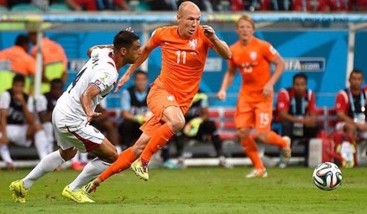 Robben também tem números marcantes pela seleção holandesa. É o nono jogador com mais partidas na história da Laranja Mecânica, com 96, e o quinto maior artilheiro, com 37 gols marcados